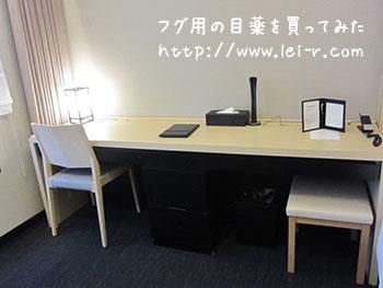 金沢彩の庭ホテル コンフォートスタンダードの机